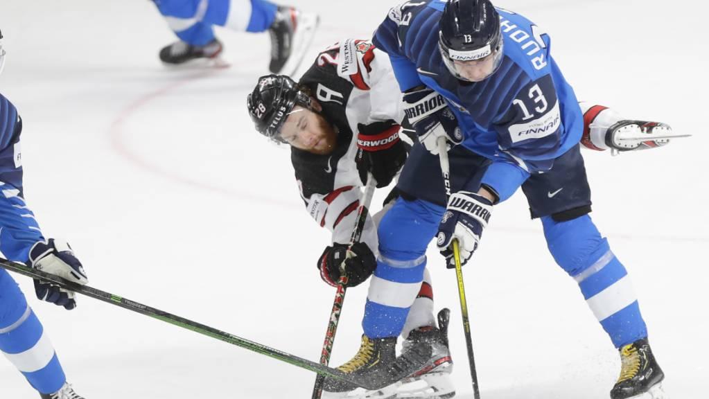 In einem umkämpften WM-Final setzte sich Kanada gegen Finnland mit 3:2 nach Verlängerung durch