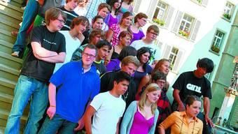 Jugendliche treffen sich zum Fototermin.