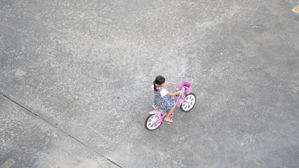 Das Mädchen trug zum Unfallzeitpunkt keinen Helm. (Symbolbild)