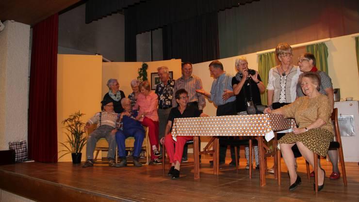 Die Senioren-Theatergruppe Herbschtrose ist für die Premiere gewappnet