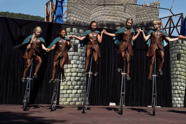 Zum Thema Mittelalter zeigt der Kinderzirkus eine Show