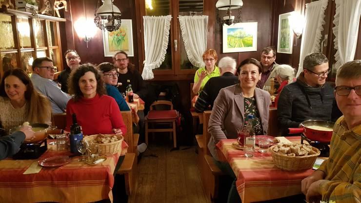 Die Grünliberalen der beiden Bezirke Dietikon und Dielsdorf feiern ihren Wahlauftakt nach dem traditionellen Sternmarsch auf den Altberg bei einem gemütlichen Fondue in der Waldschenke.
