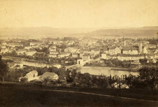 Ein frühes Foto der Brücke von Friedrich Gysi, aufgenommen vermutlich in den 1850er-Jahren.