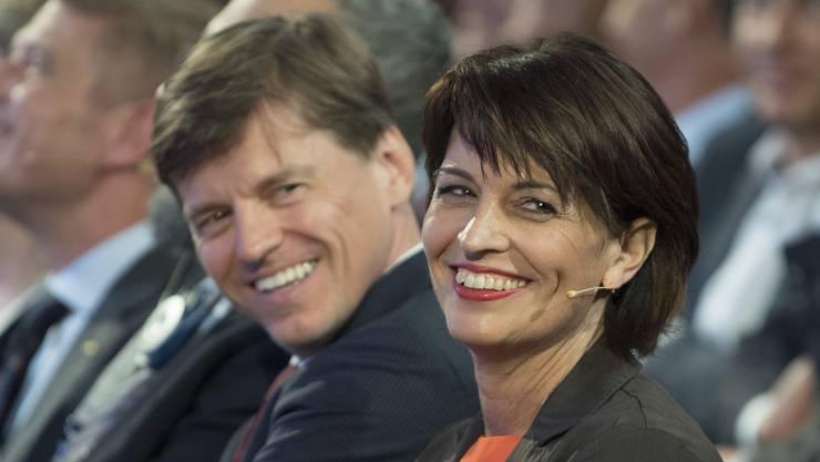 Veit Dengler, hier neben Doris Leuthard am Swiss Economic Forum 2016 in Interlaken, verlässt die NZZ.