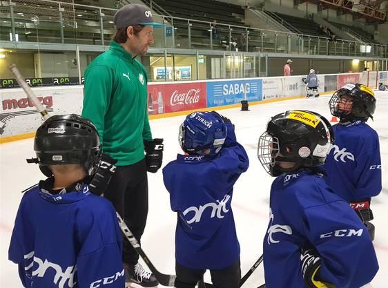 Diego Schwarzenbach engagiert sich sehr für die Hockeyschule.