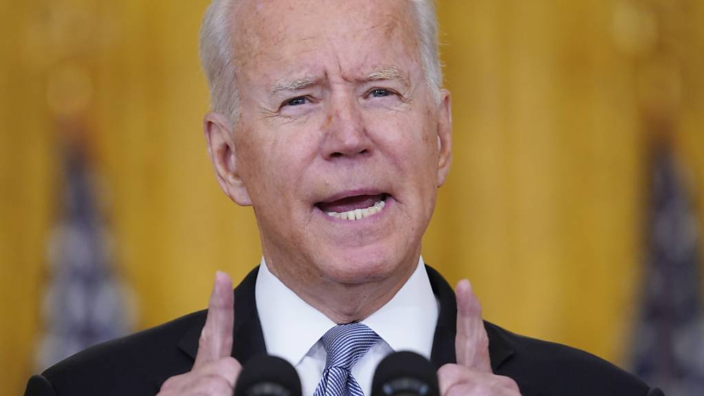 dpatopbilder - Joe Biden, Präsident der USA, spricht im Ostzimmer des Weißen Hauses über die Situation in Afghanistan. Foto: Evan Vucci/AP/dpa