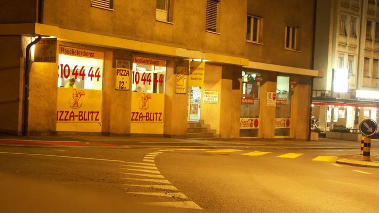 Diesen Pizza-Take-Away in Baden überfiel der Serbe im März 2017. (Archivbild)