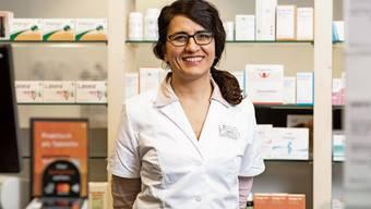 Inhaberin und Apothekerin Sarah Ali liebt den direkten Kundenkontakt in ihrem Geschäft.