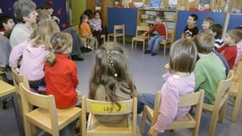 Der Bundesrat will Betreuungsplätze für Kinder mit 100 Millionen Franken unterstützen (Archiv/Symbolbild)