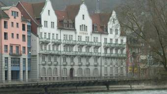 Das ehemalige Hotel Schwanen an der Limmat.