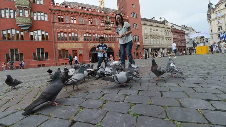 Die Pflästerung des Basler Marktplatzes wird dieses Jahr ersetzt.