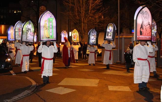 St. Nikolaus beleuchtet von den Iffelen aus Olten und Wangen b.O.