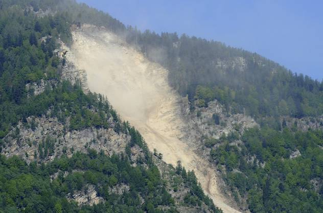 Der Berg oberhalb von Preonzo ist nach dem Felssturz am frühen Dienstagmorgen immer noch in Bewegung