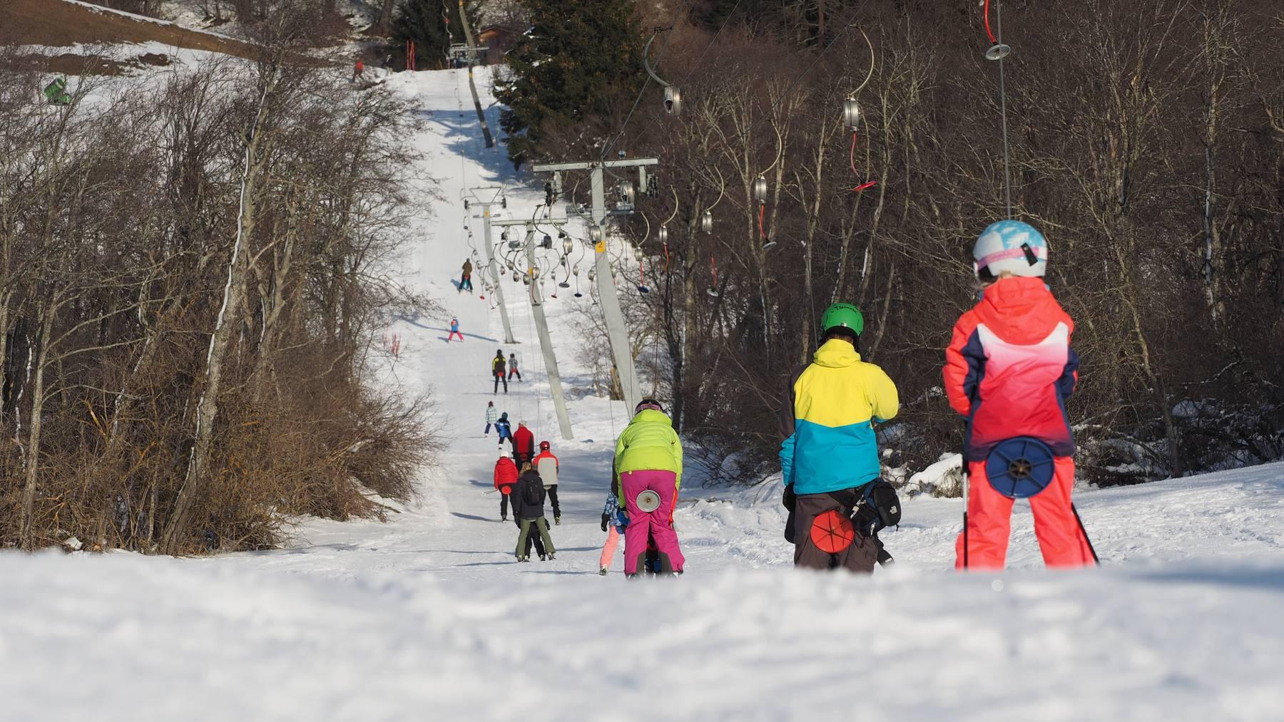 Das Skigebiet Lantsch/Lenz braucht dringend 30'000 Franken für ein neues Skilift-Seil.