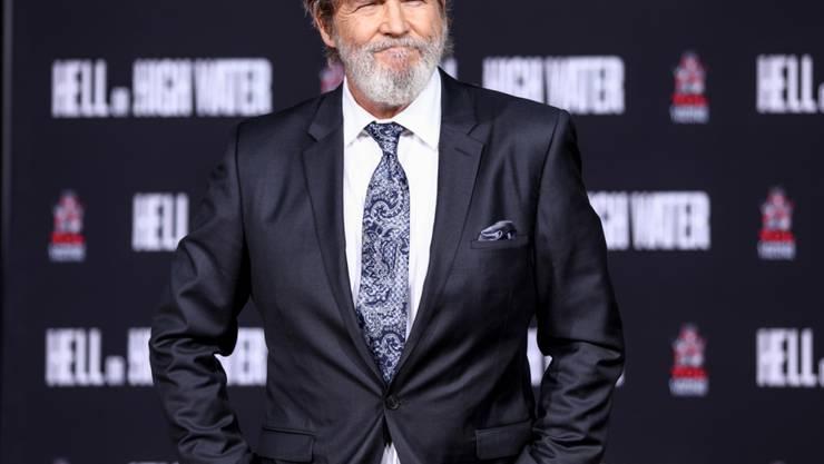 ARCHIV - Jeff Bridges, US-amerikanischer Schauspieler, wird am TCL Chinese Theatre IMAX mit einer Zeremonie geehrt. Bridges hat Lymphdrüsenkrebs. Foto: Rich Fury/Invision/dpa