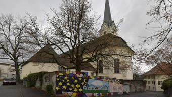 Die Mauer soll weg und dadurch soll der Blick auf die dahinterliegende Travaglini-Kapelle frei werden.