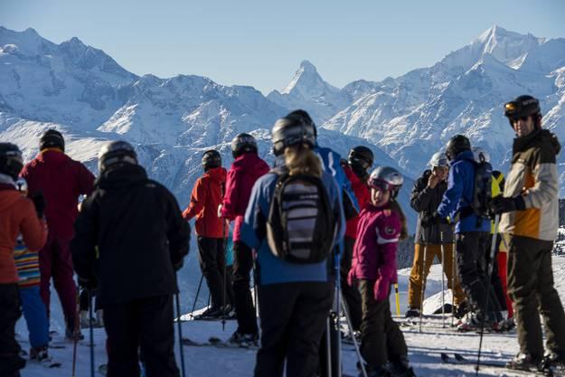 Die verschneite Bergwelt zieht Ski-Touristen aus aller Welt in die Schweiz.