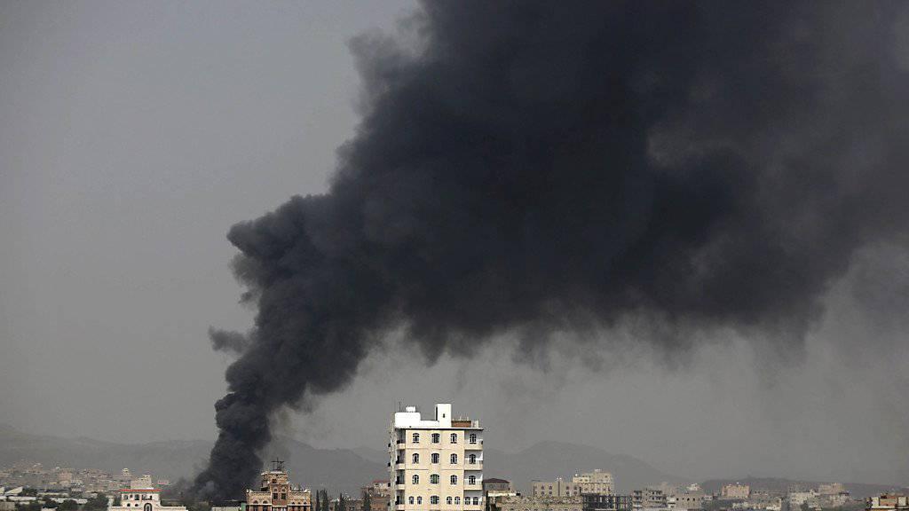 Einschlag in Sanaa: Im Jemen soll ab heute eine zweitägige Feuerpause gelten. (Archivbild)