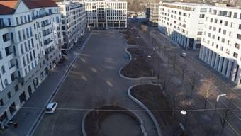 Noch lädt der Rapidplatz im Dietiker Quartier Limmatfeld nicht wirklich zum Verweilen ein.