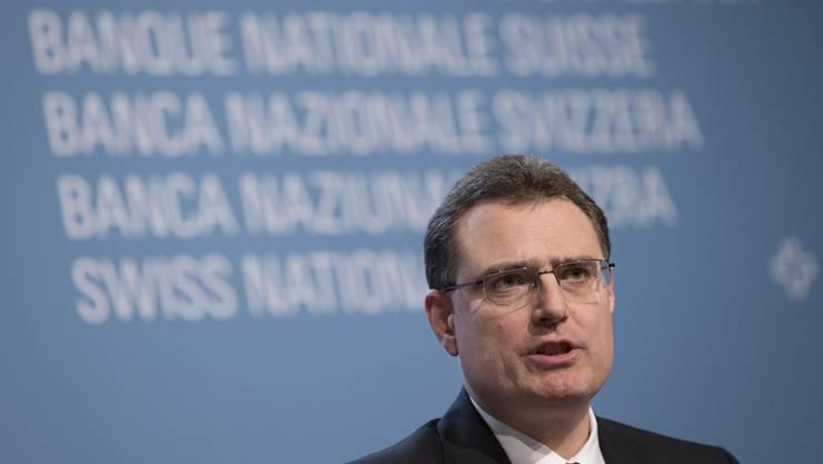Der ehemalige Chefökonom der Schweizer Nationalbank Kurt Schiltknecht fordert von Nationalbank-Chef Thomas Jordan, dass er nochmals über die Bücher geht.