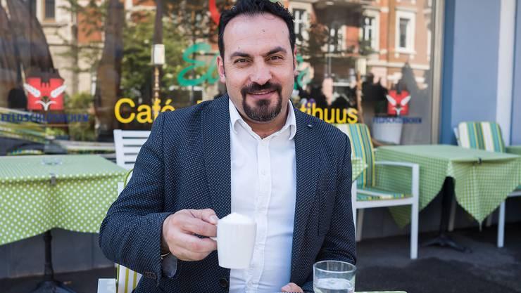 In Basel betreibt Mehmet Salih Coşkun ein Café. In der türkischen U-Haft bekam er zwei Tage lang nichts zu essen.