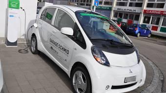 Die Ladestation in Reinach am Christoph Merian-Ring am Gebäudeeingang des Gründerzentrums Business Parc können alle Personen mit Elektrofahrzeugen nutzen.
