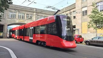 Die neuen Tango-Züge der Appenzeller Bahnen sind zugleich Trams und Überlandzüge.