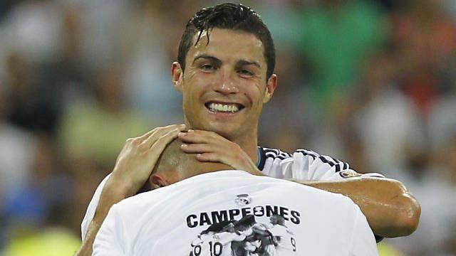 Ronaldo freut sich mit Landsmann Pepe