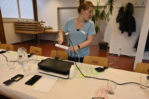 Tamara Moser kämpft mit rausspringenden Sicherungen - vier Raclette-Ofen haben zu viel Leistung.