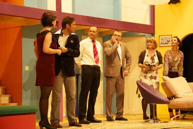 Chaos in der Alptraum-Villa Mara Mutter, David Emmenegger, Mike Erdin, Stephan Gassmann, Irene Mutter und Gisela Nussbaum (von links nach rechts)
