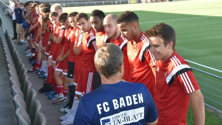 Baden-Trainer Thomas Jent stellt vor dem Testspiel gegen das Team Aargau U-21 das Kader der 1. Mannschaft vor.