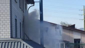 In einem Mehrfamilienhaus brach in einer Wohnung im 1. Stock ein Brand aus.