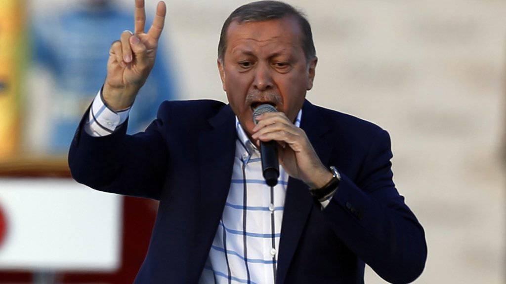Not amused: Der türkische Präsident Recep Tayyip Erdogan droht Deutschland nach der Völkermord-Resolution des Bundestages zu Armenien mit ernsten Konsequenzen.