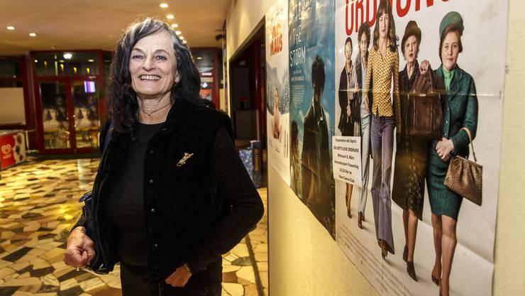Lucie Hüsler vor dem Filmbesuch. 1977 verwehrte ihr die Regierung, dass sie als verheiratete Frau mit ihrem Ledignamen für den Kantonsrat kandidiert.