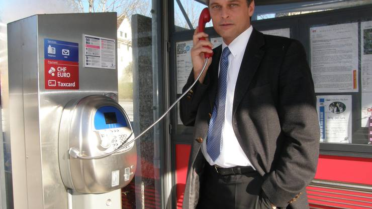 Walter Bürgi, Gemeindeschreiber in Eggenwil, setzte sich bei der Swisscom vehement dafür ein, dass die Gemeinde wieder eine neue öffentliche Sprechstelle erhielt. (Bild: Jörg Baumann)