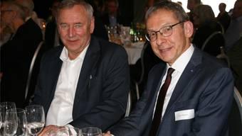 Verwaltungsratspräsident Christoph Häring (links) mit Landammann Urs Hofmann an der Feier in Eiken.