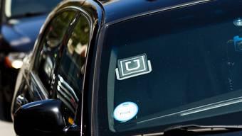 Ein Auto mit dem Logo des Fahrdienst-Vermittlers Uber in New York. (Symbolbild)