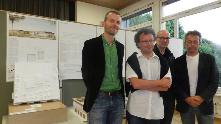 Die Metron-Architekten Ralf Kunz, Antti Rüegg, Roger Trottmann und Martin Köferli (von links) planen das neue Schulhaus Mühlematten in Villmergen.