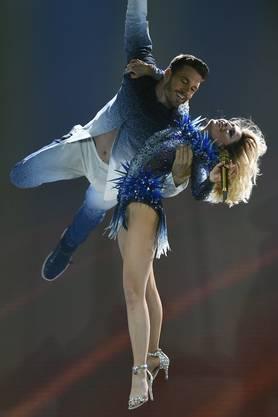 Ist er ihr Neuer? Helene Fischer wirbelt mit Thomas Seitel an einem Konzert im Zürcher Hallenstadion durch die Luft.