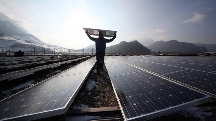 Die Energiestrategie 2050 setzt auf erneuerbare Energie – auch das Potenzial der Sonne soll besser ausgeschöpft werden. Symbolbild/Keystone
