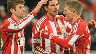 Müller (l.) und Schweinsteiger (r.) feiern 1:0-Torschütze Gomez