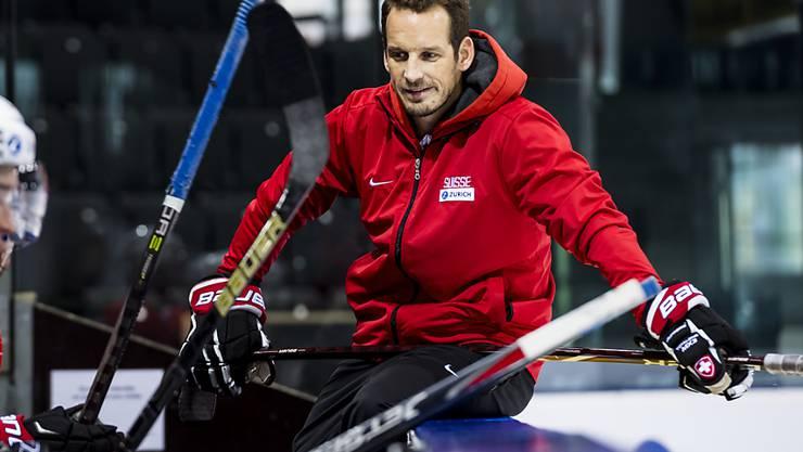 Nationaltrainer Patrick Fischer stimmt sein Team auf das Testspiel gegen Lettland ein