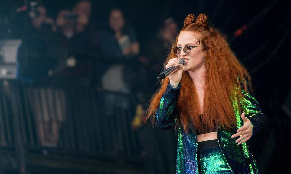 Jess Glynne trat vor kurzem am Glastonbury Festival in Somerset in England auf. ©EPA/ANDREW COWIE