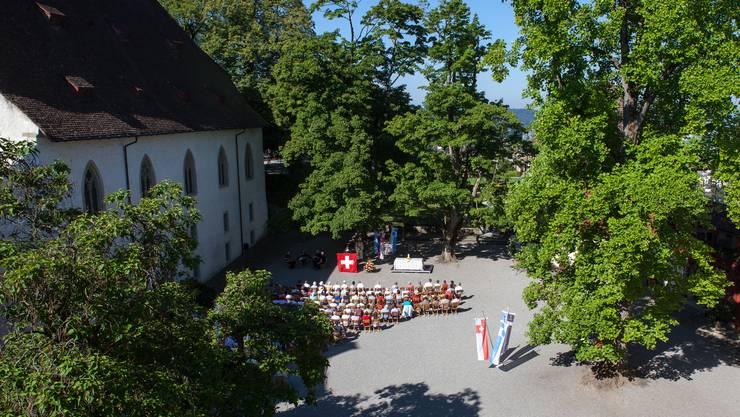 Ökumenischer Gottesdienst im Schlosshof.