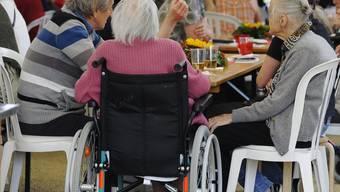 Ländliche Regionen überaltern zunehmend, während die Bevölkerung in den Städten vergleichsweise jung ist. (Symbolbild)