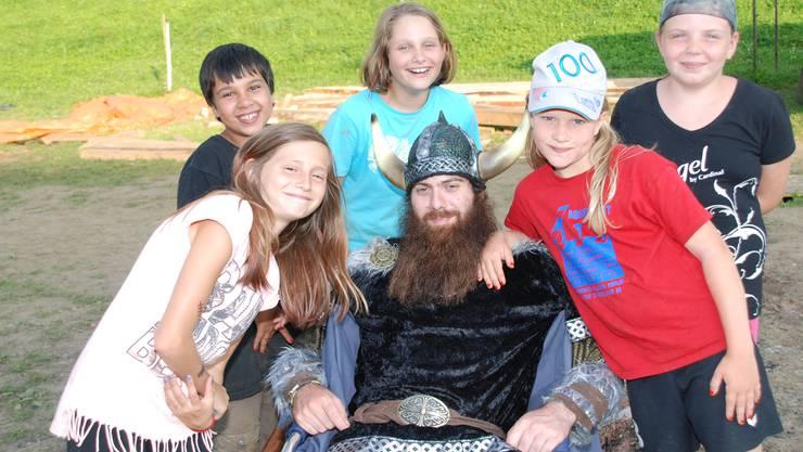 Die Kinder der Jubla Möhlin erfreuen sich an einem spannenden Sommerlager bei den Wikingern.