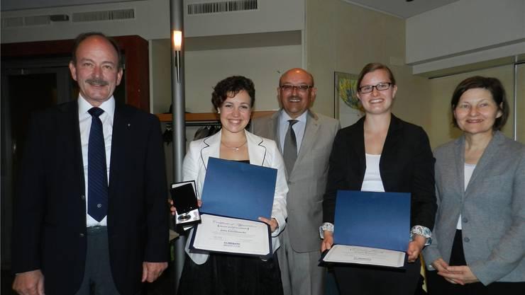 Von links: Kanti-Lehrer Markus Stutz, Julia Frischknecht, Werner Wild (Kiwanis-Chairman), Jasmin Brunner und Elisabeth Müller (Unicef). BA