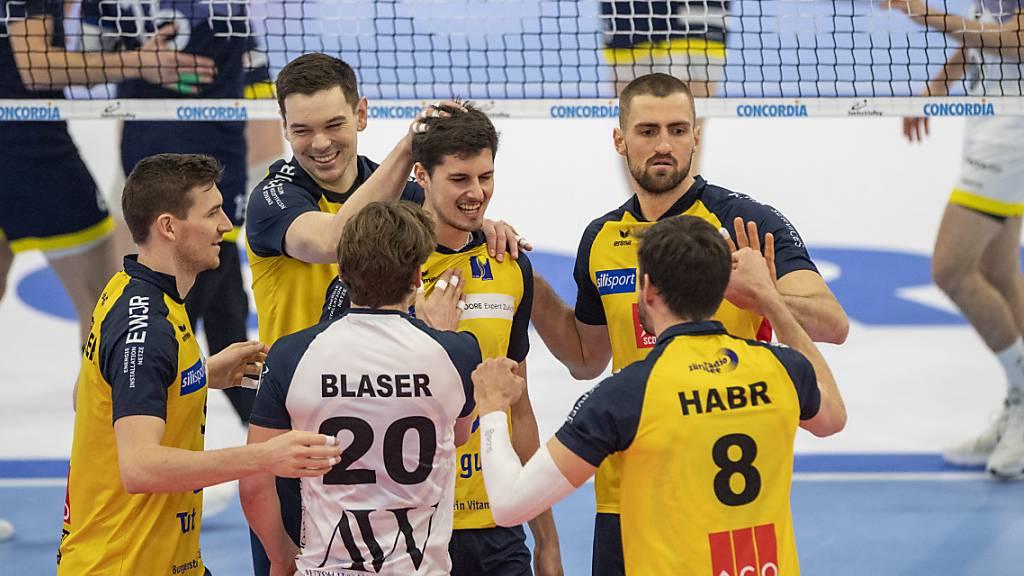 Jona und Kanti Schaffhausen holen Volleyball-Cupsieg