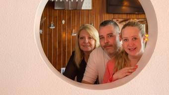 Seit dem 29. März bewirten sie in der Kajüte Lounge: Marlene Moser, Roger und Nicole Hintermann (von links).