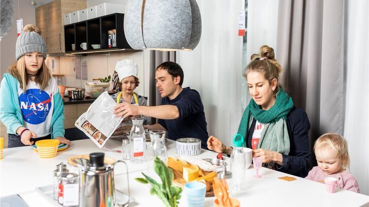 Familie Locher, mit Mutter Anja, Vater Daniel, den beiden Söhnen Lennox und Levy sowie Tochter Alessia, fahren regelmässig in die IKEA Spreitenbach und bespielen dort die Einrichtungen.